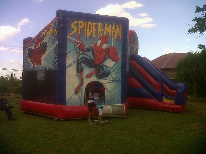 spiderman-bouncy-castle